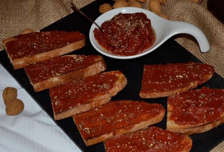 ο αγαπημένος μου πελτές Σαντορίνης με λαδάκι και ριγανούλα πάνω σε ψημένες φέτες ψωμιού...Η απόλυτή μου ευτυχία!!!