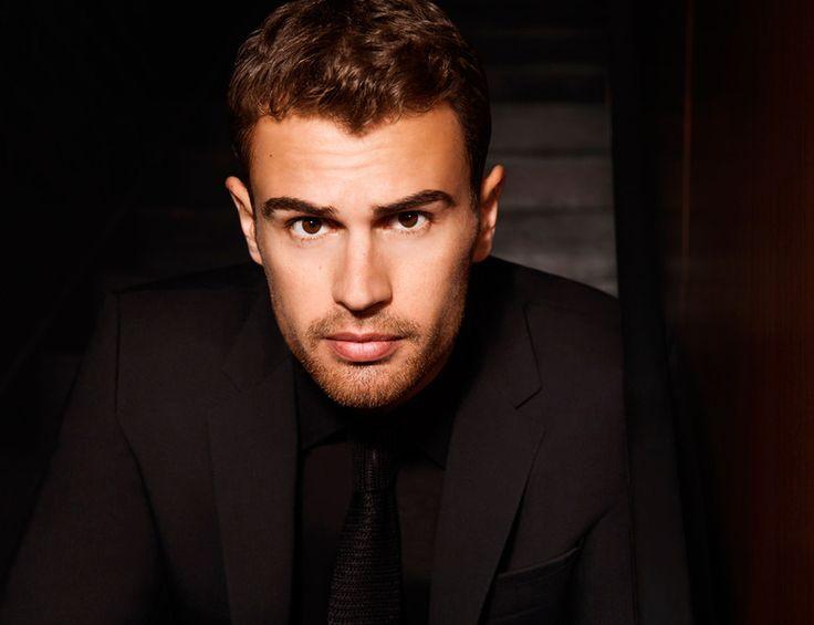Theo James, embajador de Boss Parfums