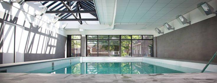 Strak en modern binnenzwembad met een luxe uitstraling   Aqua Unique