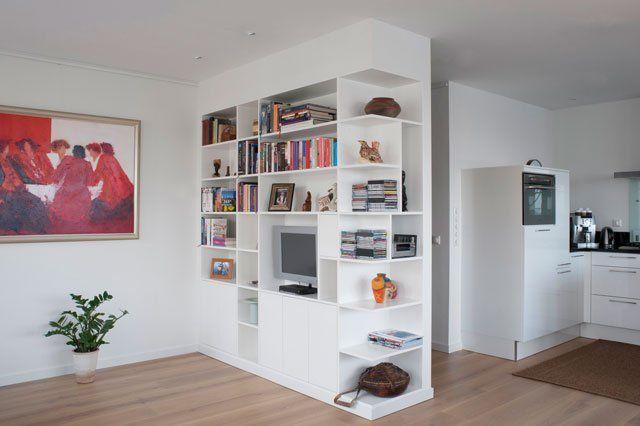 Kasten op maat: boekenkast als scheidingswand. Emma interieuradvies