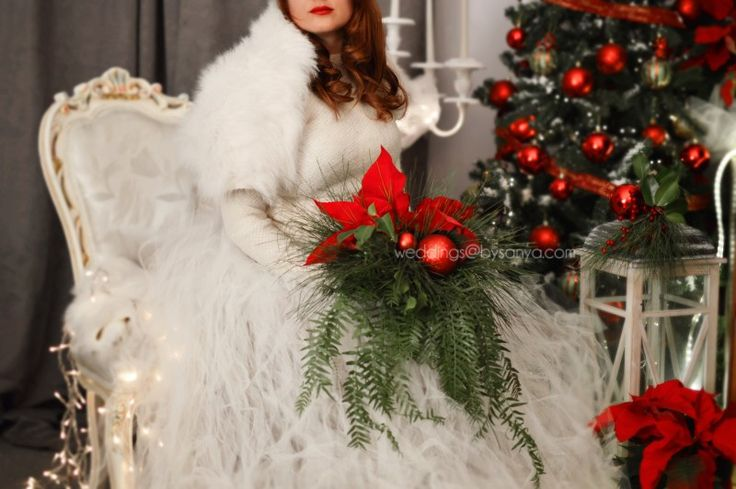 Are you also Crazy for everything Christmas? Well then, this Christmas decoration inspired shoot is just what you need to get your creativity flowing! If December and Christmas time is your favorite time of the year, you do not want to miss this inspirational shoot. Even, if you are not getting married and you just want to set up a fancy dinner at your house, take a look at this setup and steal these ideas which the team came up with, only for you.