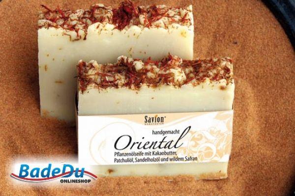 Sie sieht nicht nur toll aus, sondern riecht auch gut! Außerdem sind alle unsere handgemachten Seifen vegan.