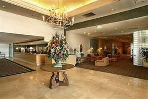 Simi Valley (CA) Grand Vista Hotel United States, North America Located in Simi Valley, Grand Vista Hotel is a perfect starting point from which to explore Simi Valley (CA). Featuring a complete list of amenities, guests will find their stay at the property a comfortable one. 24-hour front desk, facilities for disabled guests, express check-in/check-out, luggage storage, Wi-Fi in public areas are just some of the facilities on offer. Some of the well-appointed guestrooms featu...