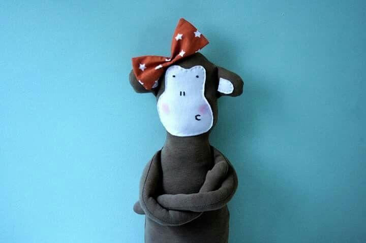 Małpa. Panna Lucyna Fikołek.