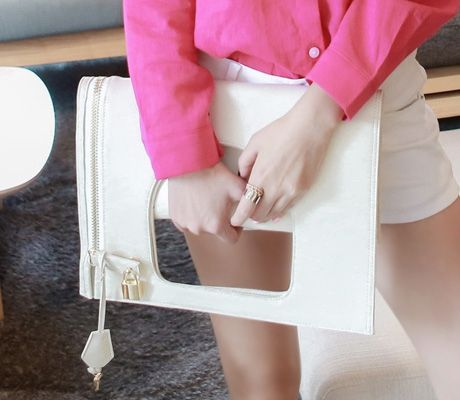 Loveliness of the female clothing shop. [Whitefox] Box Office BAG / Size : FREE / Price : 56.37 USD #korea #fashion #style #fashionshop #apperal #koreashop #ootd #whitefox #bag #bags #womenbags #casualbag #clutchbag #clutch #officebag