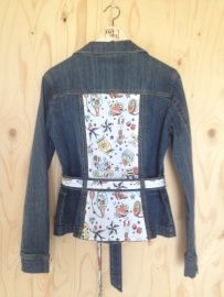 Upcycled denim jacket with unique old school tattoo designs by Lazy Lola - Spijkerjas, getailleerd