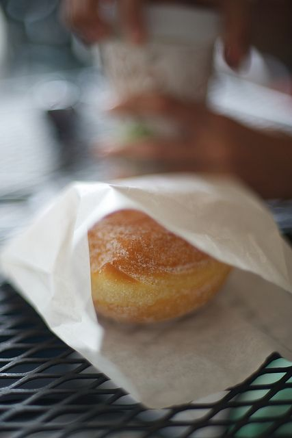 moriyu-photolog: [キッチン通信] マラサダ Malasada on Flickr. ハワイ島Tex Drive inのマラサダコーヒーと一緒にこれは本当に美味しかった
