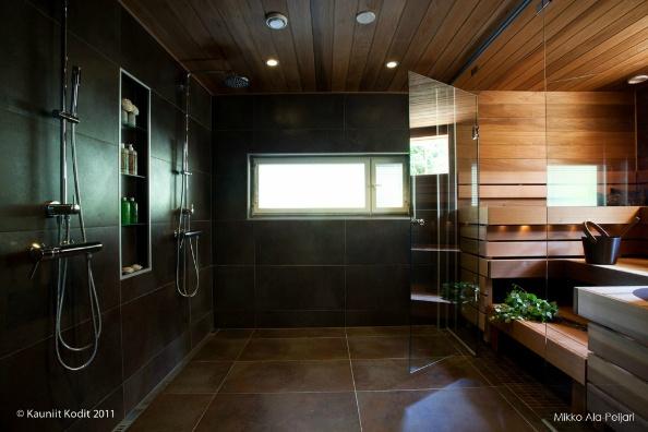 Ihanan tumma kylpyhuone ja sauna   Lovely dark bathroom and finnish sauna.