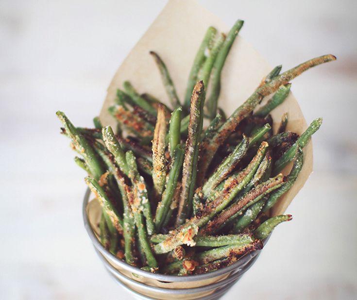 No os podéis imaginar lo buenos que están estos chips de judías verdes con parmesano. Sin duda un aperitivo ligero, fácil de hacer y muy muy crujiente y di