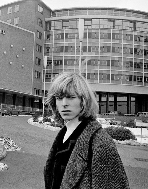 Bowie outside BBC Television Centre