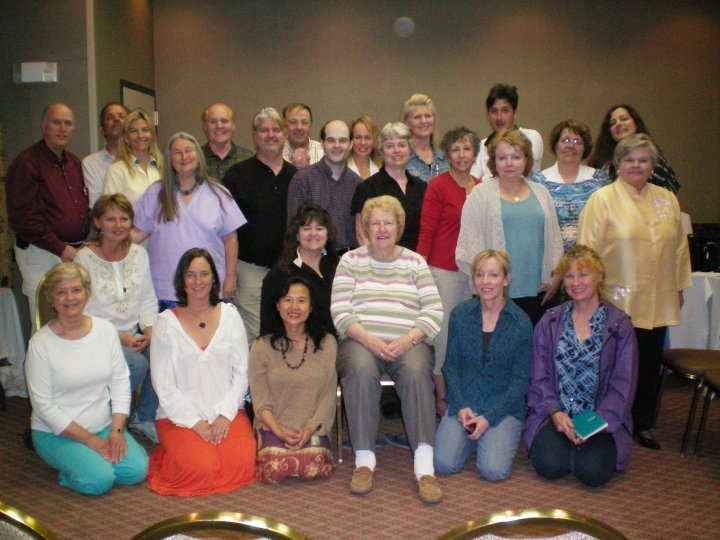 Dolores Cannon with her North Carolina Hypnosis Class 2010
