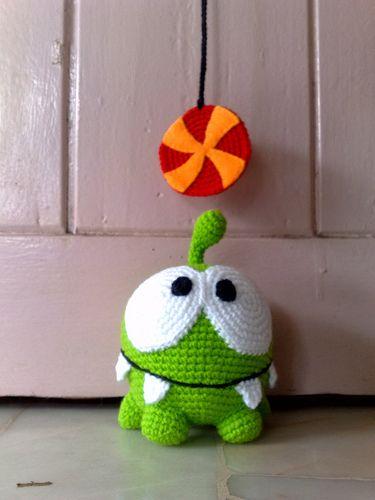 Om nom from cut the rope, crochet pattern via etsy