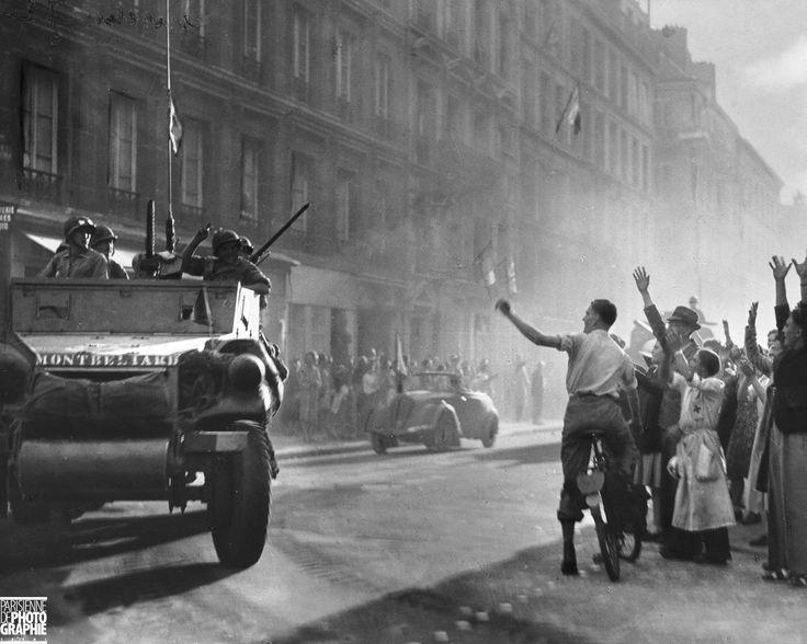 PARIS.....25 AOUT 1944....RUE GUYNEMER....LA DIVISION LECLERC....PHOTO DE ROGER VIOLLET.....SOURCE PARISENIMAGES.FR.......