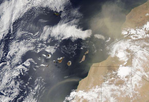 La calima y la tormenta que sufrió Lanzarote este martes, desde el satélite