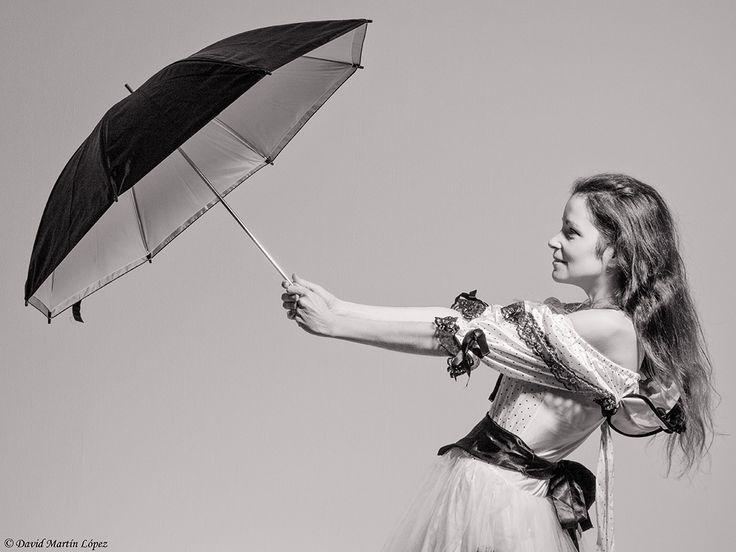 The lady of the umbrella - Model / Modelo: Diana Conde Photography and edition / Fotografía y edición: David Martín López