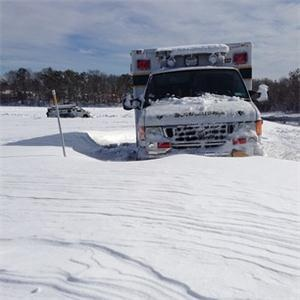 RT @weeddude: Photo: Two ambulances stranded on a Long Island Expressway on-ramp in Holtsville, NY http://instagr.am/p/VhPlXfO37p/ (@AnthonyQuintano)