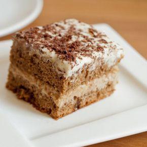 Blat pufos, fraged si aromat, crema onctuoasa de unt, ness, lapte, adica componente ale unui desert perfect: Prajitura cu blat si crema ness.