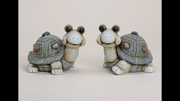 lustige Schildkröte aus Terracotta, Größe: ca. 20x14x15cm (LxBxH), in Handarbeit gegossen und gebrannt, bemalt und gebürstet, Der Hingucker für Ihren Garten, Blumenbeet, Fensterbank,etc.