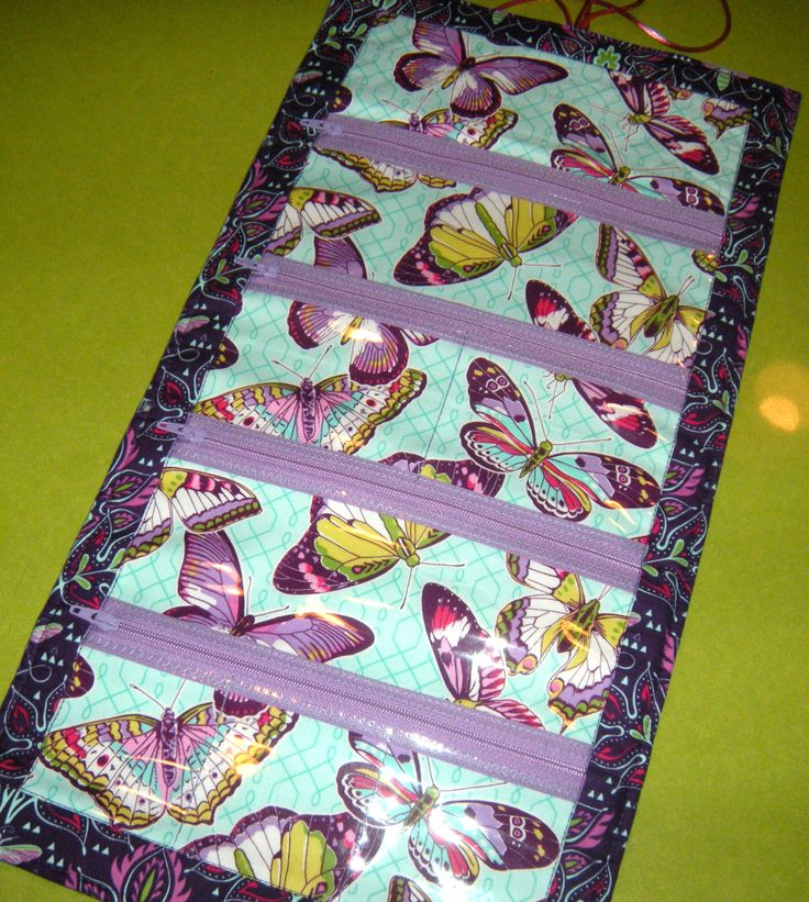 Gearing up for a big trip? My jewelry usually it ends up in a tangle at the bottom of a small bag. Mischief managed. This jewelry roll is easy to make, looks great, and has just enough padding to...