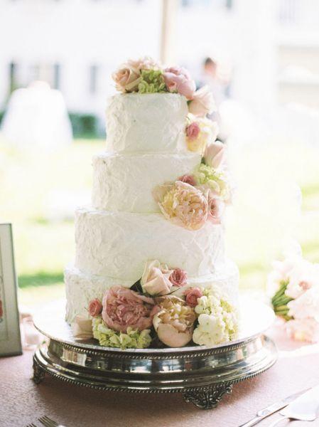 Torta nuziale con decorazioni floreali: per un matrimonio very chic! Image: 11