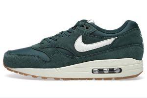 Nuova collezione scarpe da ginnastica nike uomo air max 1 essential suede pro verdi vela nere nere prezzi scontati 2015