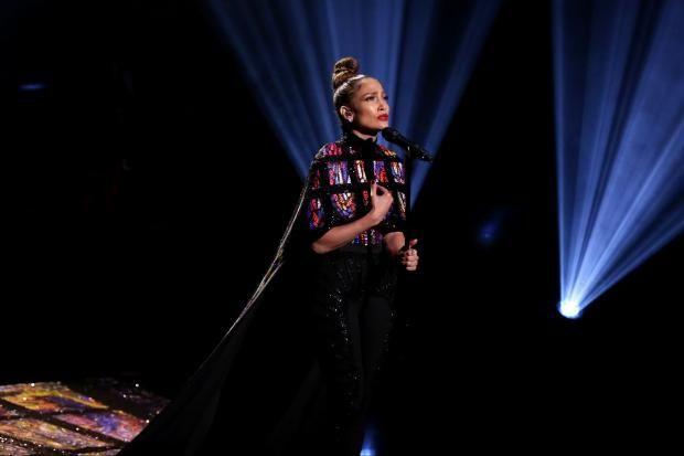 Дженнифер Лопес отжигала на шоу Джимми Фэллона  https://joinfo.ua/showbiz/1199233_Dzhennifer-Lopes-otzhigala-shou-Dzhimmi-Fellona.html  В рамках программы The Tonight Show Джимми Фэллон (Jimmy Fallon) устроил вместе с Дженнифер Лопес (Jennifer Lopez) зажигательные танцы. Звезда телом показала не только горячего ковбоя, но и продемонстрировала, как отжимает стиральная машина.  Дженнифер Лопес отжигала на шоу Джимми Фэллона , подробнее...