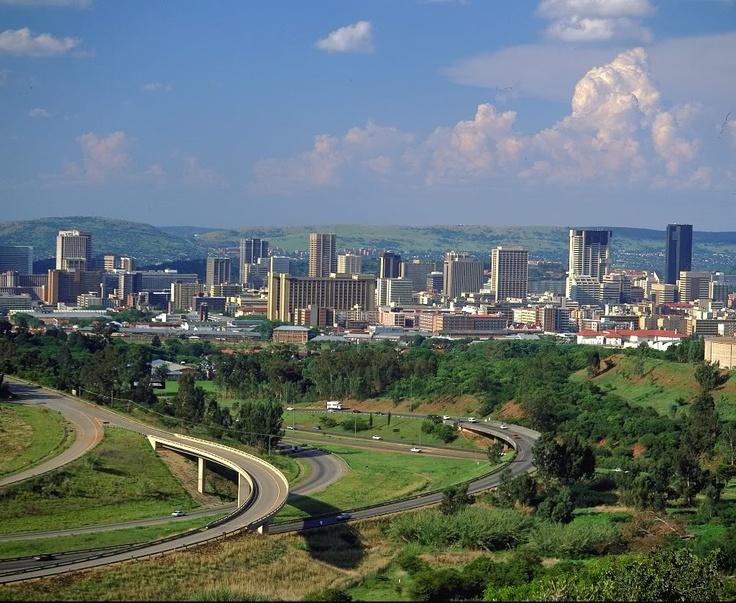 Pretoria es una ciudad situada en la parte norte de la provincia de Gauteng, en Sudáfrica, dentro de la Municipalidad Metropolitana de la Ciudad de Tshwane. Es la capital administrativa de Sudáfrica, junto a las ciudades capitales legislativa de Ciudad del Cabo y la judicial de Bloemfontein.