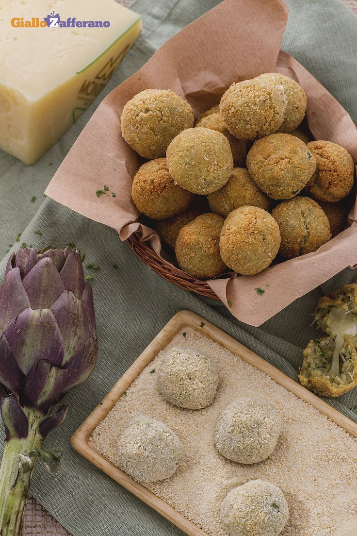 Le polpettine di #carciofi con cuore filante (cheese stuffed artichoke balls) sono deliziosi #fingerfood, ideali da servire come antipasto o all'aperitivo! #ricetta #Giallozafferano #recipe #polpette #balls