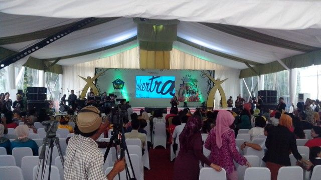 Stage Nakertrans Expo
