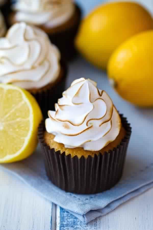 Cupcakes au citron meringués : recette illustrée, simple et facileRecette Gateau