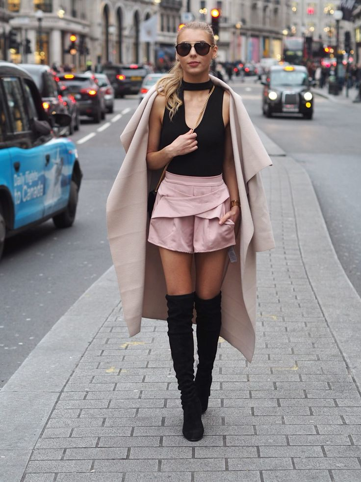 Street style from London Fashion Week, more on www.chicpursuit.com x @michaelsusanno  @emmammerrick @EmmaSusanno  #TwinFlamestravelingtheuniversemarriedtogetherwith5childrenforeternity