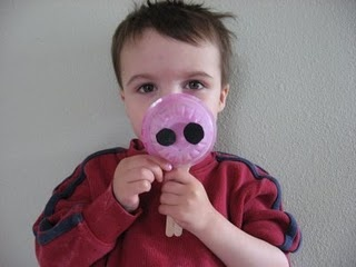 farm theme crafts....this pig nose is my favorite! Now I need to find a pig book or song.