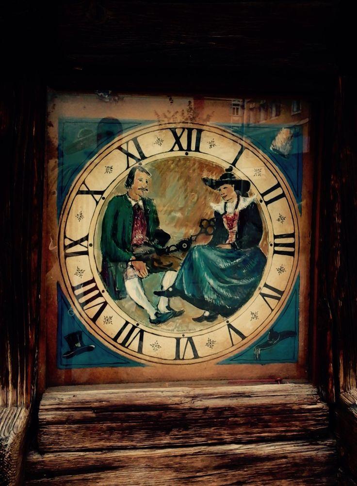 Vecchio orologio di legno (Ortisei, Bolzano, Trentino-Alto Adige, Italia) By VV