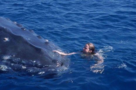 """Mera (Lauren Hewitt) and Charley from """"Ocean Girl"""""""