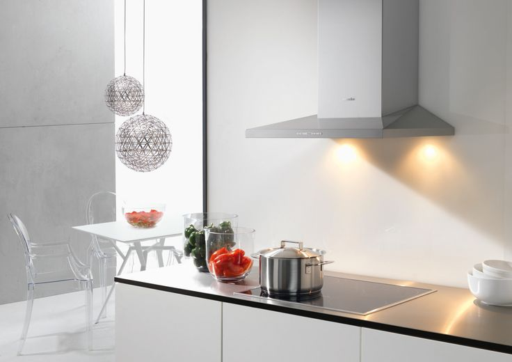 With four cooking zones, fast heat up times, automatic pan recognition and a boosting function for when a quick increase in temperature is required, this entry level Miele induction hob is also easy to keep clean thanks to the ceramic glass. A consistent temperature throughout the pan ensures even results, perfect when cooking fish and meat, while a handy timer and keep warm function are ideal when entertaining