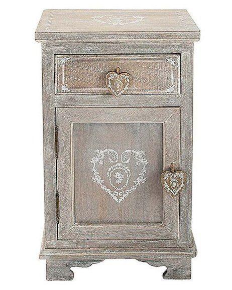 Mesilla decorada con dibujos de corazones
