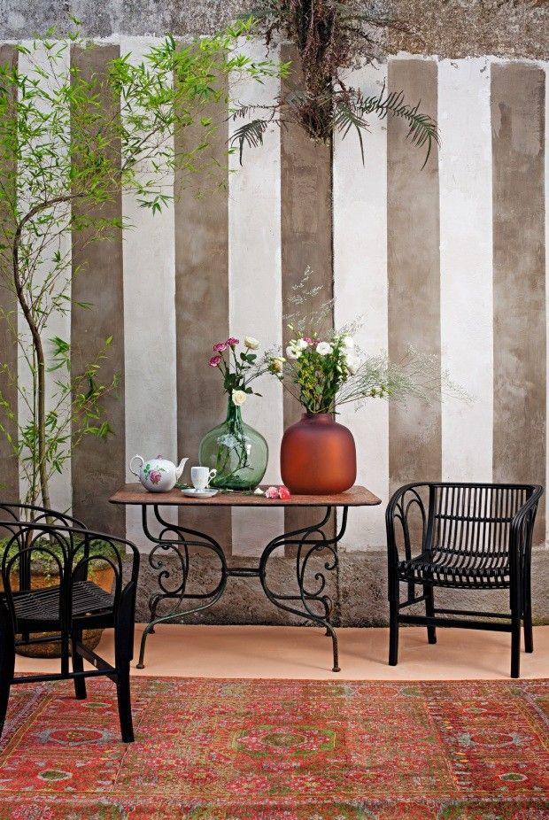 Décor do dia: motivos florais na sala de estar (Foto: Roberto Cecato)