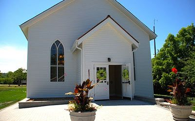 Queenston Park Chapel is located in the Niagara region and available for services of up to 100 people