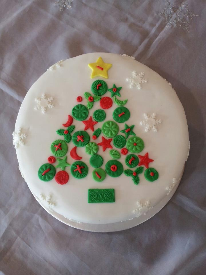 54 best images about christmas cakes in the english style for Iced christmas cakes