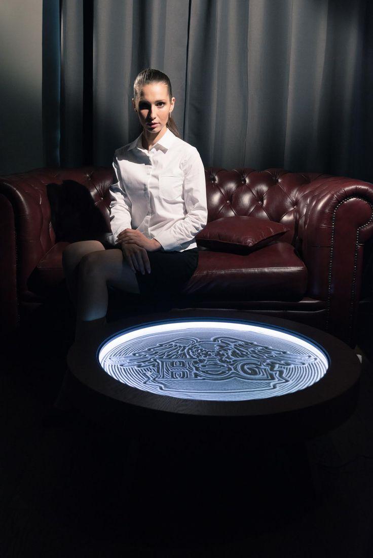 Кинетический стол Луна - искусство у Вас дома. На поверхности стола находится песок по которому непрерывно движется шар создавая уникальные узоры. Это впечатляюще! Стол доступен для заказа/ подробнее на сайте Lunatable.ru