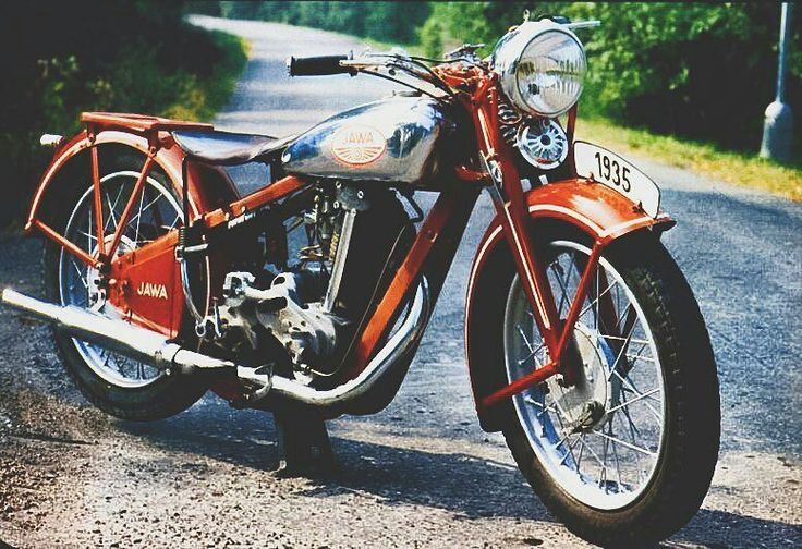 JAWA 350 OHV | 350cc | 1935  Jawa 350 OHV is Czechoslovakian-stroke single cylinder gasoline motorcycles manufactured by Jawa .  A total of 2700 pieces. Motorcycle were produced in the years 1935 - 1946 .  Design resembled a motorcycle Jawa 350 SV  whose production was launched a year earlier. By the year 1940 they were fitted to the motorcycle carburetors Amal  later Grätzin .  Photo courtesy of @ben_hakem  More photos on - http://ift.tt/1MOOLiU (Link in Profile) | #jawa…