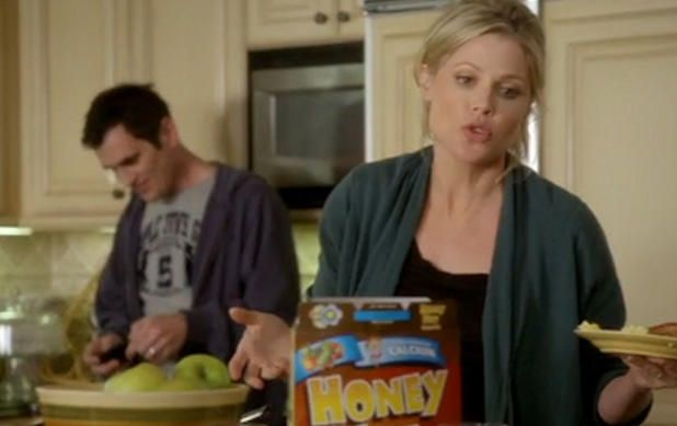 15 Surprising Facts About 'Modern Family' | 4. Julie Bowen was [very] pregnant with twins when the MoFy pilot was shot. Check out the strategically placed cereal boxes!