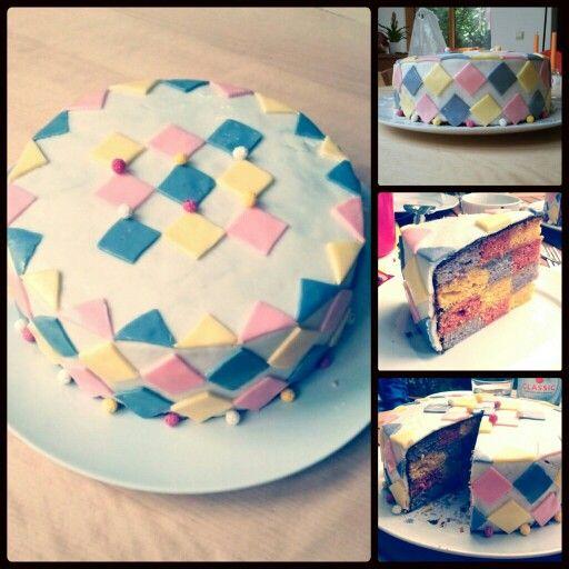 Geburtstagskuchen, karierter Kuchen mit Marshmallow Fondant Überzug/ checkered cake  recipe on amerikanisch-kochen.de - modification of the 'rainbow cake'