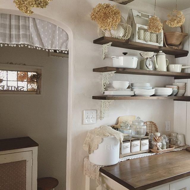 女性で、3LDKのキッチン/パントリー/漆喰の家/アーチ/2017.5.26についてのインテリア実例を紹介。(この写真は 2017-05-26 12:02:32 に共有されました)