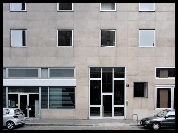 foto 2009; architetti: M. Asnago e C. Vender; edificio per uffici e abitazioni Piazza Velasca 4; anno 1950-52