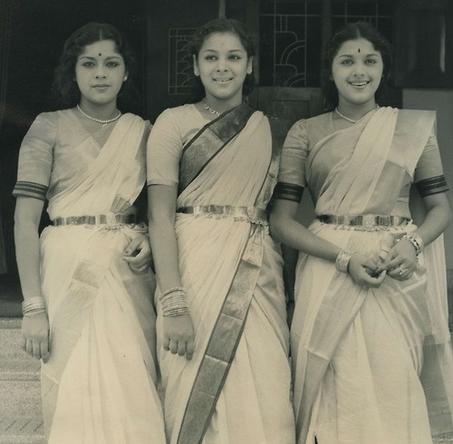 The Travancore Sisters Perfect example of the use of gold belts (oddiyanam) on Lalitha/Ragini/Padmini.