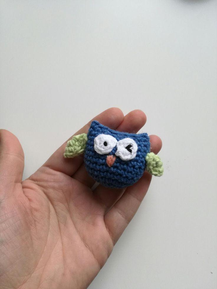Bardzo prosta mini zabaweczka - sówka zrobiona na szydełku. Krócej się ją robi niż zszywa 😉  P.S. Miało mnie tu być więcej ale znowu nie wy...