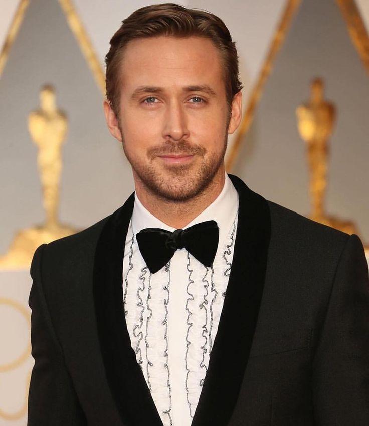 """Hey girl I hope you enjoy the #Oscars and my @gucci suit."" - Ryan Gosling via @madamepaulette  #vanityfair #mood #oscars2017 #ryangosling #lalaland #academyawards  # #academyaward #film #oscarnominated #movie #cinema #oscarwinner #oscarwinner2017"