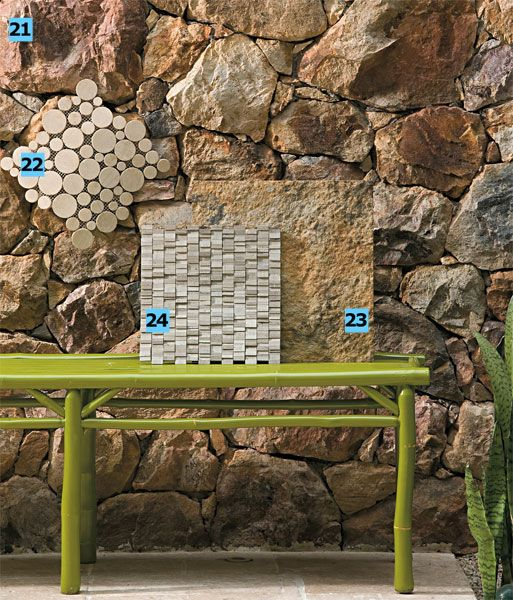 Pedra21. Assentadas uma a uma, as pedras-cavernas (R$ 300 a tonelada, na Pedras Bellas Artes) forram este muro de alvenaria estrutural do Clos de Tapas, em São Paulo, projeto do arquiteto Naoki Otake.22. O mosaico de mármore (27 x 27 cm) da Rhodis vai bem em pisos e paredes de todos os ambientes. Cada placa vale R$ 65.23. Trazida do Piauí, a pedra mourisca (40 x 40 cm) reveste áreas internas e externas. Preço do m² entre R$ 70 e R$ 130, na Amazonas Pedras.