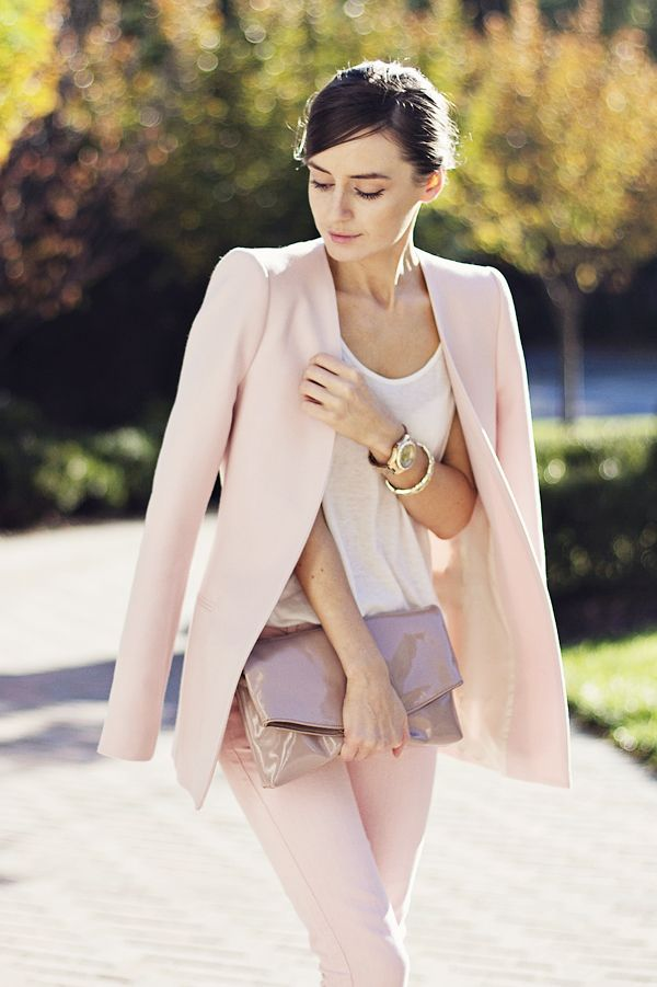 Classy and fabulous: Pastels in October - pink and ivory - classic, feminine, stylish
